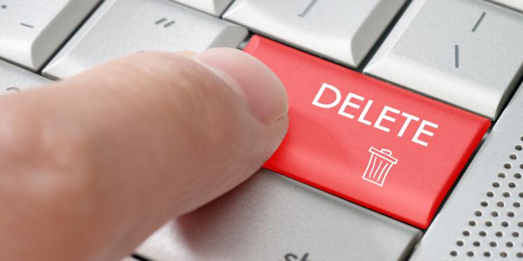 Google Search Console URL Removal Tool Beitragsbild Finger klickt auf Loeschen